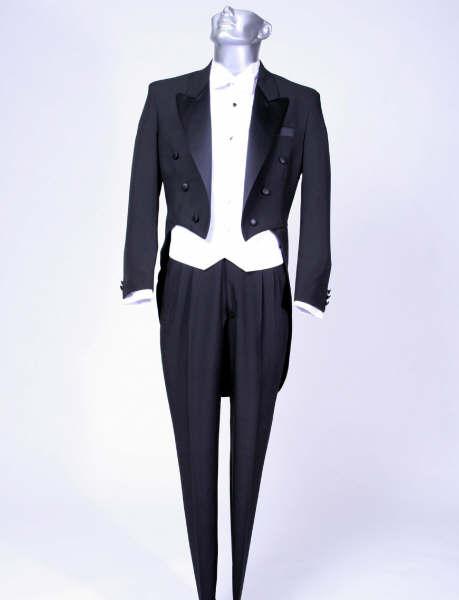 el frac es el traje mas distinguido en la etiqueta masculina